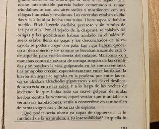 María Blasco Marhuenda y uno de sus libros preferidos